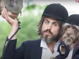 Un artiste new-yorkais s'offre des séances photos décalées avec son chien