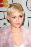 Miley Cyrus reçoit un nouveau chiot