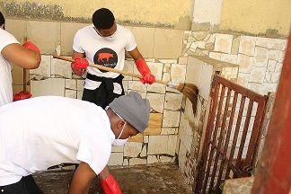 Dans le cadre de notre activité appelée Sanitation day, Save Animals est passé chez certains éleveurs des chiens pour nettoyer les enclos et les chiens  Voici quelques photos